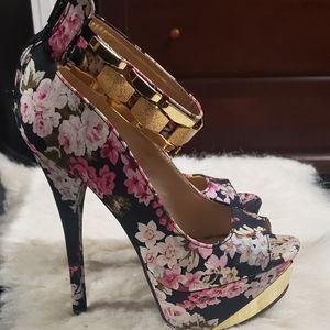 Beautiful platform peep toe heels shoes size 6M